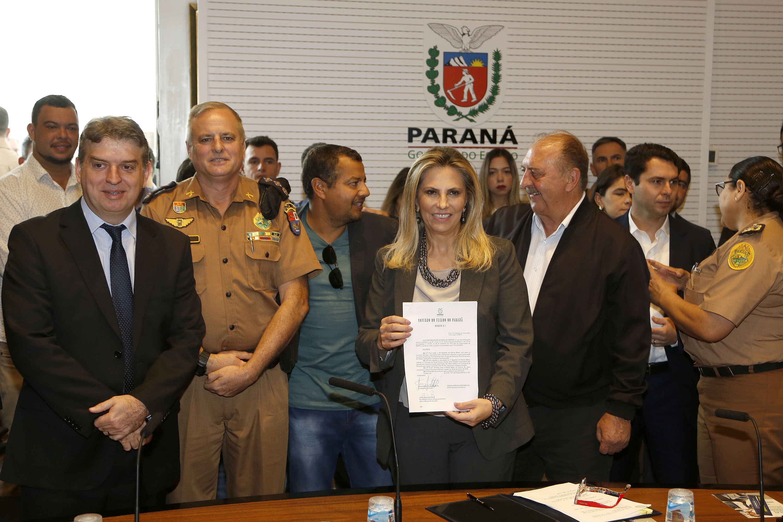Governadora Cida Borghetti assina decreto de criação do Batalhão da PM na Lapa